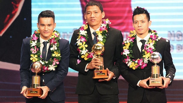 Anh Duc, Minh Nguyet honoured with 2015 Vietnamese Golden Ball awards