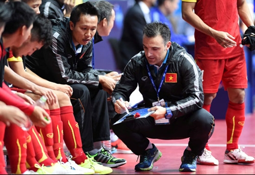 Futsal coach Garcia selects players for friendly matches
