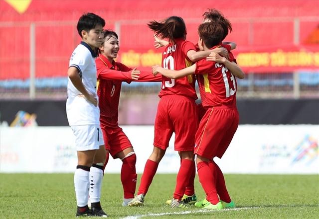 Việt Nam win second match, through AFF Championship's semis